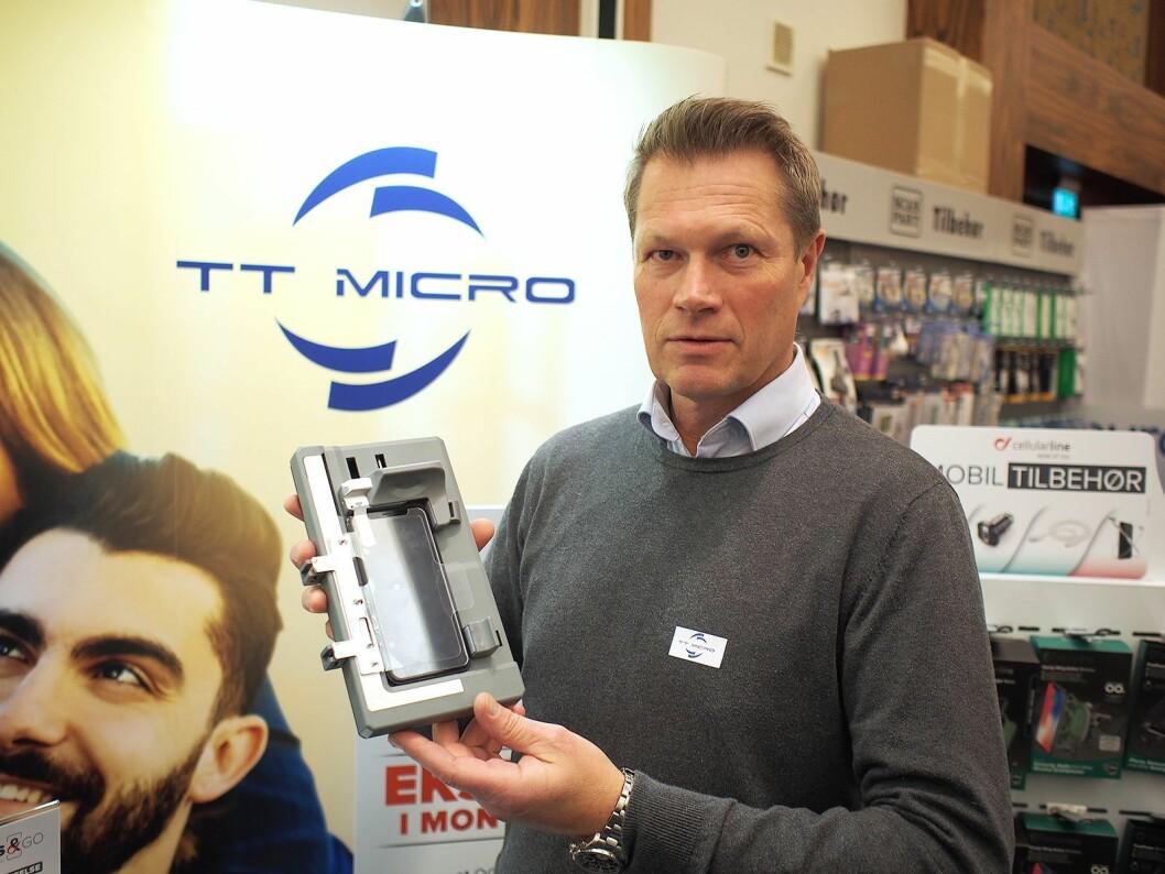 Harald Kristiansen viste Glass & Go-maskinen fra Cellularline på Euronics' kompetansedager i Fredrikstad. Foto: Jan Røsholm