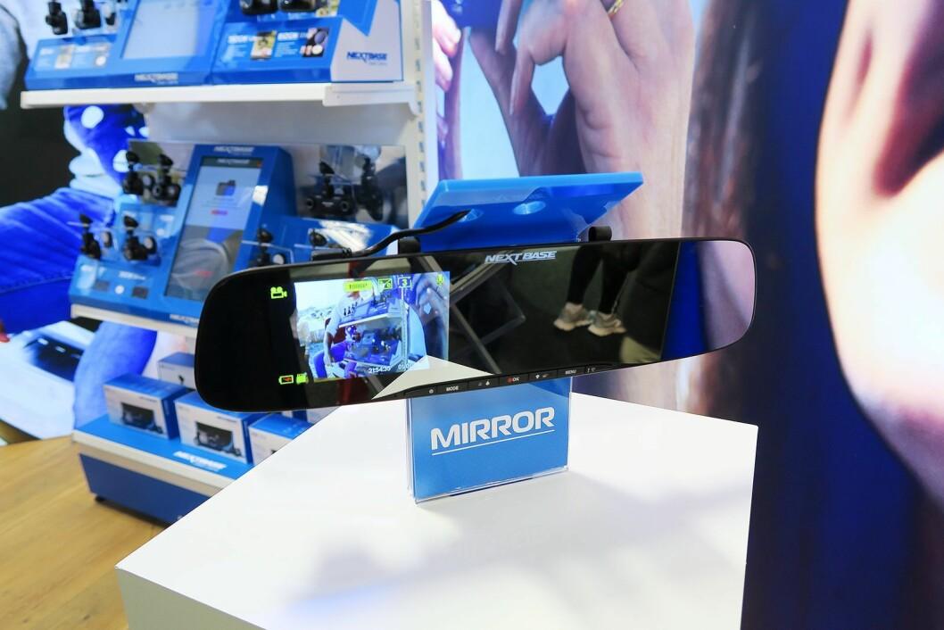 Bakspeil-kameraet Mirror fra NextBase koster 2.000 kroner. Foto: Cathrine Pedersen.