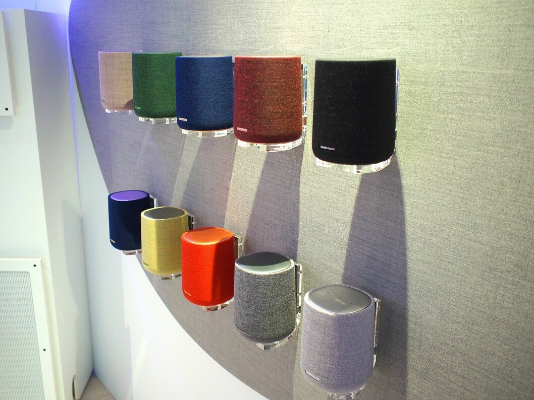 Den minste smarthøyttaleren fra Harman Kardon finnes etterhvert i fire forskjellige farger. Foto: Jan Røsholm.