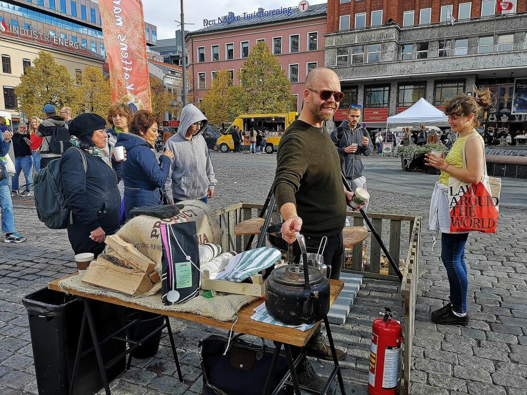 For en smak av skogen midt i byen ble bålkaffe til forbipasserende. Foto: Marte Ottemo.