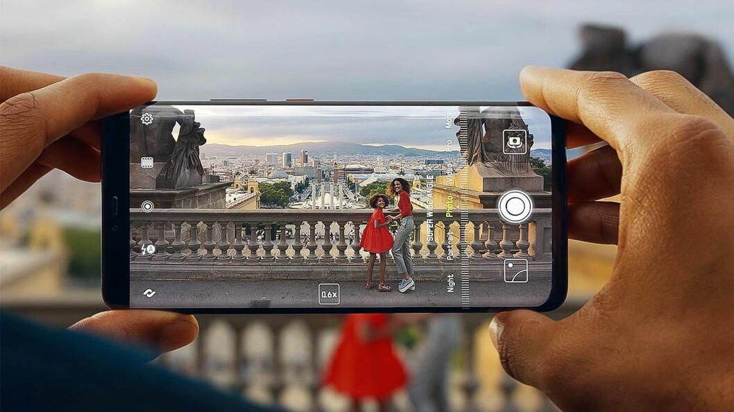 Vi kjøper færre mobiler, men de blir stadig dyrere og vi beholder dem lengre før vi bytter. Foto: Huawei
