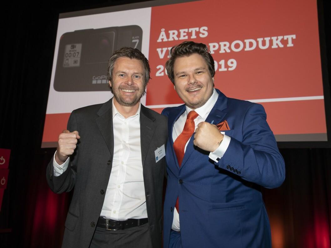 Årets videoprodukt ble actionkameraet GoPro HERO7 Black. Bent Broklev (t. v.) i Response Nordic fikk prisen av Truls Vikane i Power. Foto: Tore Skaar
