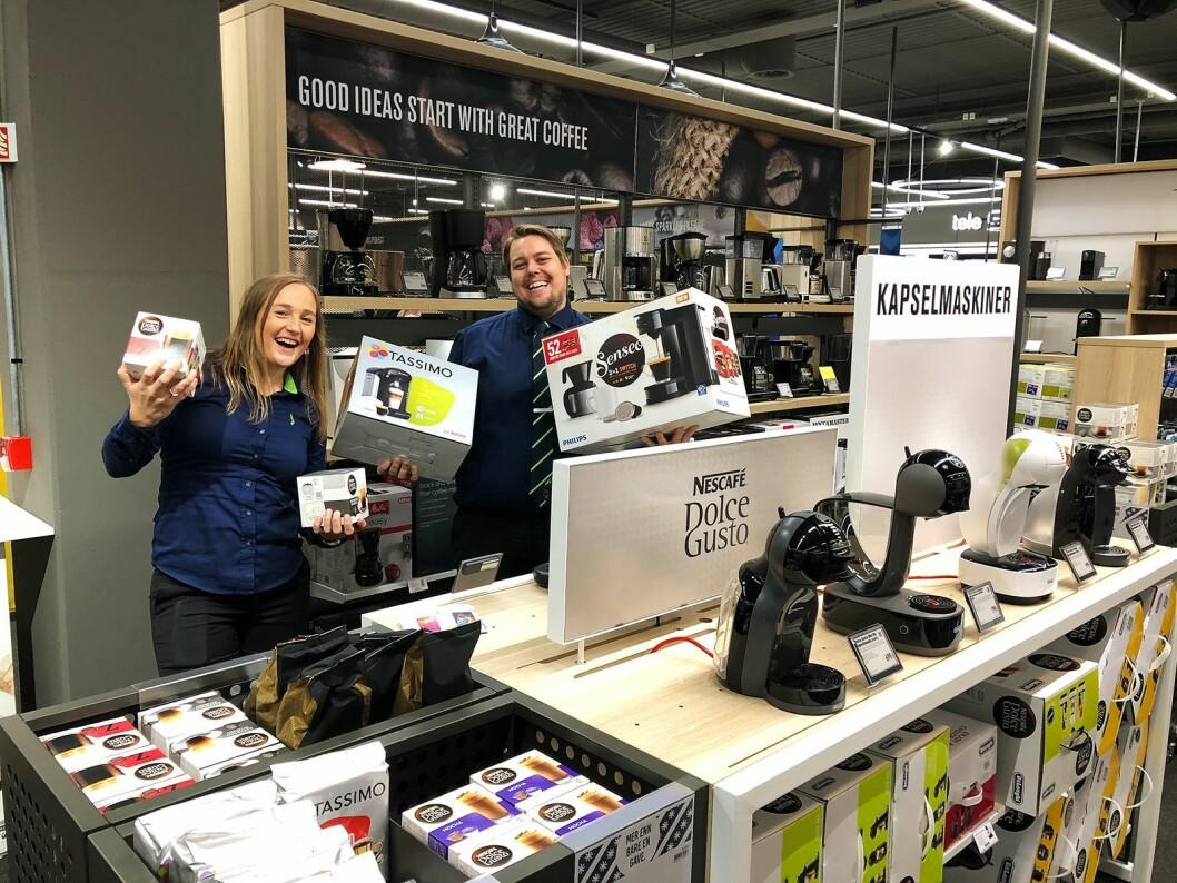 Elisabeth Oltedal (varehussjef Elkjøp Sandnes) og Tommy Lie (prosjektansvarlig merch Klepp) på åpningsdagen av Elkjøp Klepp. Foto: André Sørensen, Elkjøp