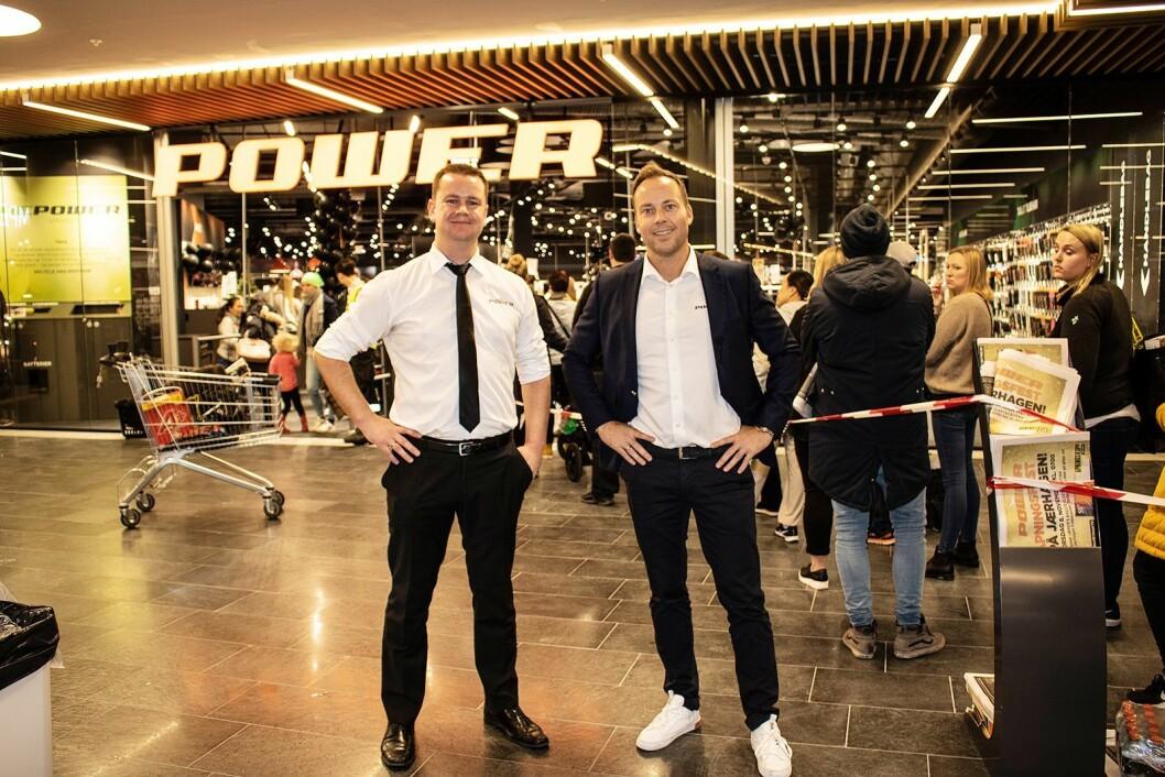 Varehussjef Anders Vika ved Power Jærhagen og administrerende direktør Anders Nilsen i Power Norge under åpningen av butikken på Jæren den 8. november. Foto: Tobias Rønningen, Power