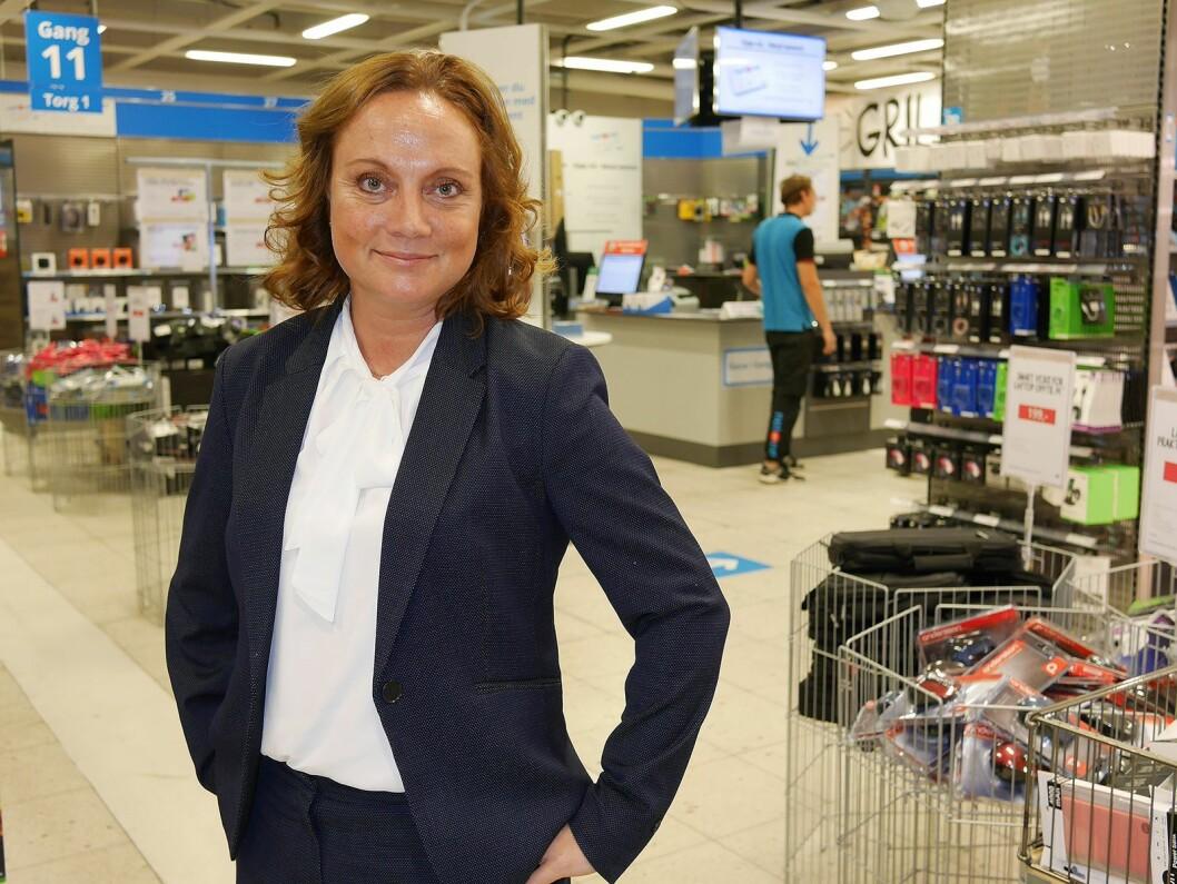 Sin andre uke som ny administrerende direktør i NetOnNet besøkte Susanne Holmström lagerbutikken deres ved Liertoppen kjøpesenter, mellom Asker og Drammen. Foto: Stian Sønsteng