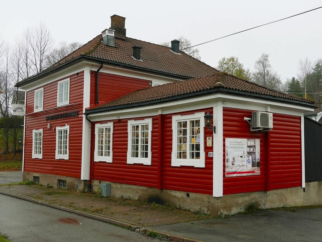 Sporten elektriske holder til på Drengsrud i Asker. Butikken har navnet sitt fra den gang huset rommet en sportskafe. Foto: Stian Sønsteng.
