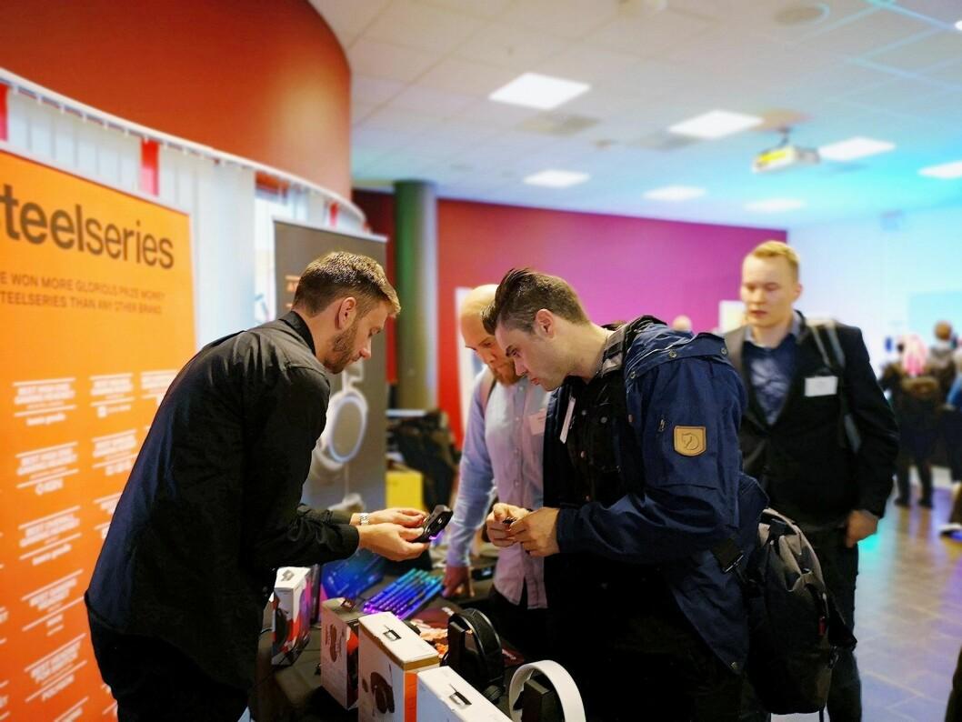 Åtte tek-selskaper var på plass og viste fram sine produkter på årets TechBrief. Foto: Marte Ottemo