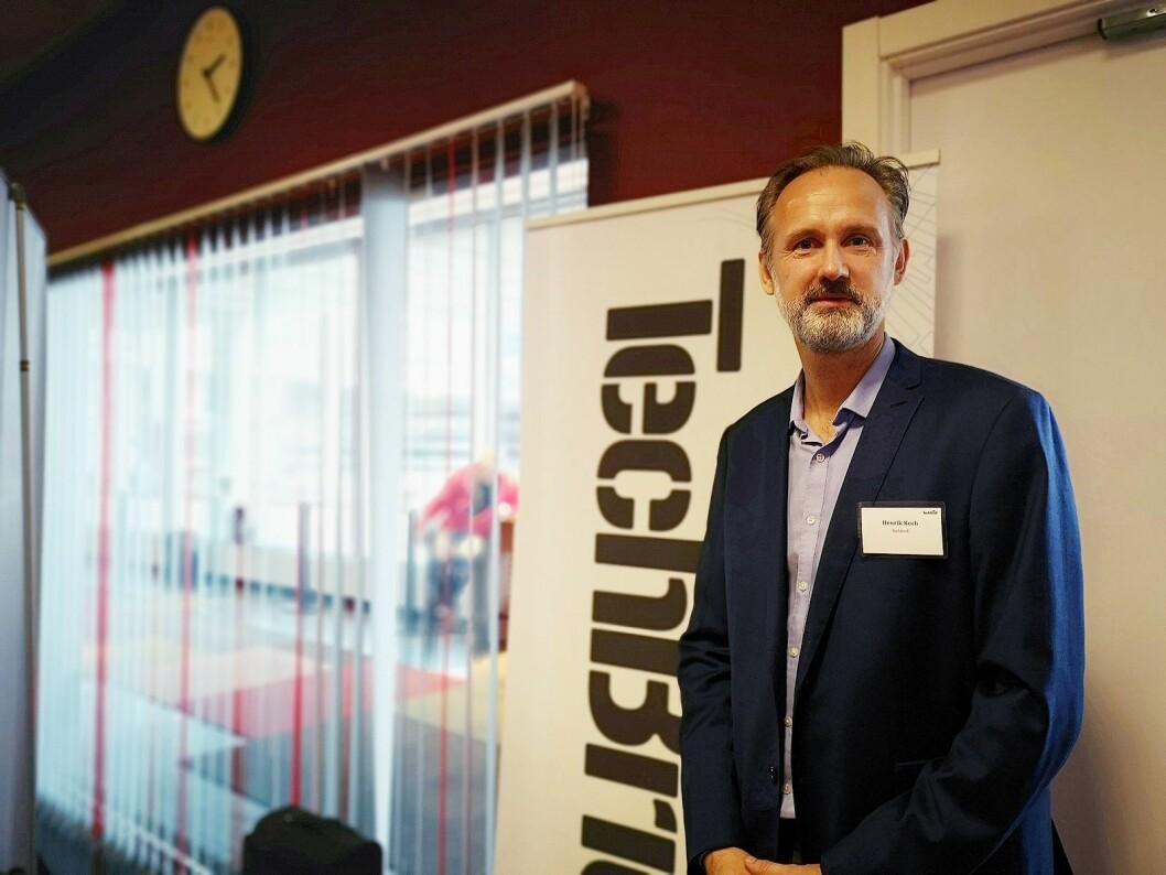 Henrich Koch, administrerende direktør i Relate Danmark, PR-byrået som står bak TechBrief-messen, samlet 40 nordiske journalister på Arlanda. Foto: Marte Ottemo.