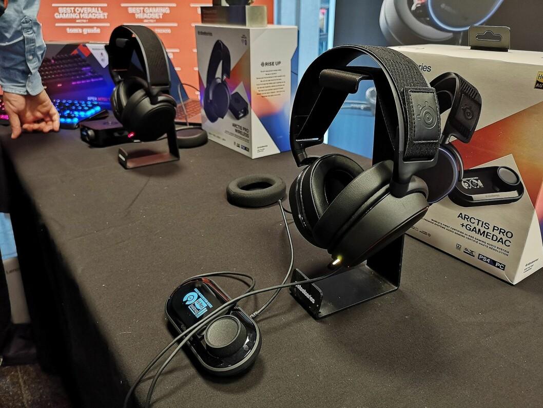 Lyd er viktig for gamere, her er SteelSeries Arctis Pro hodetelefoner med ekstern dac. Foto.