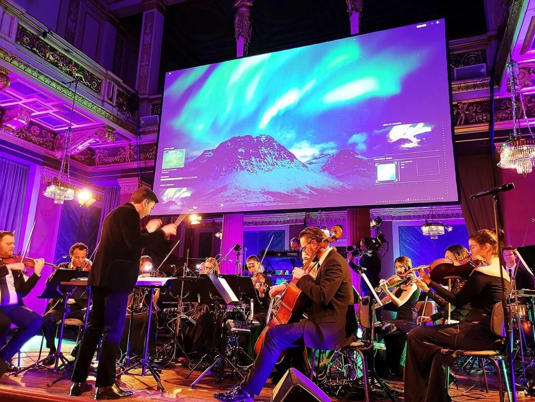 Symfonien «The Sound of Light» ble urfremført i Brahms-salen i Musikverein i Wien den 28. november, av Syncron Stage Orchestra under ledelse av James Shearman. Foto: Stian Sønsteng