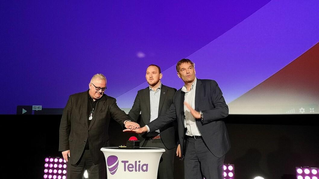 Ivar Halstvedt, administrerende direktør i Odeon Kino, samferdselsminister Jon Georg Dale og Telia-sjef Abraham Foss åpner Telias nye 5G-nett. Foto: Marte Ottemo