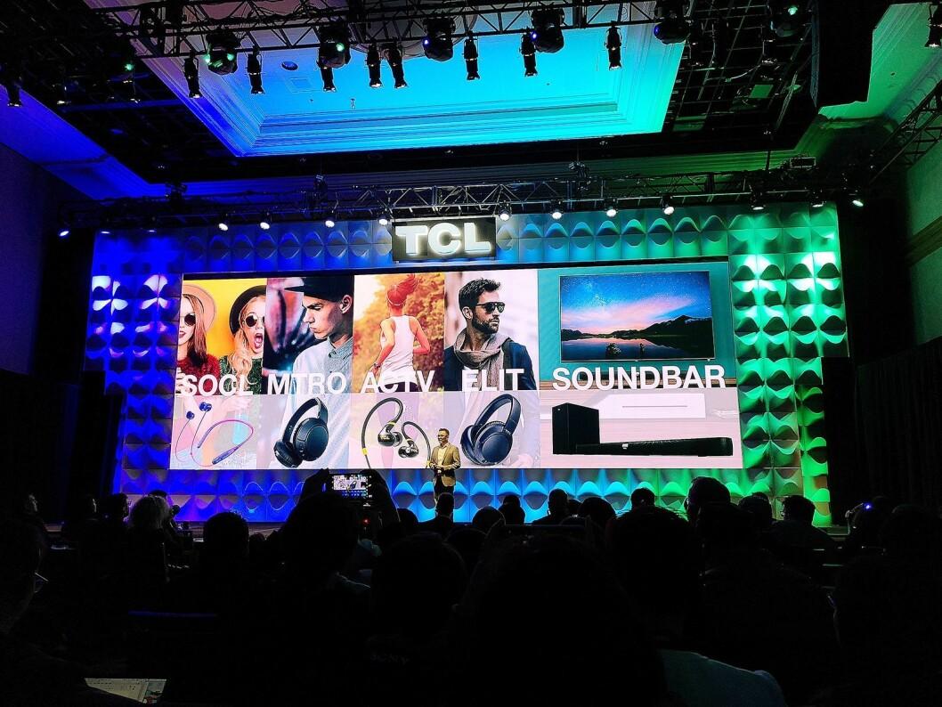 TCL-sjef Kevin Wang lanserte lydprodukter fra det kinesiske selskapet under CES. Foto: Marte Ottemo