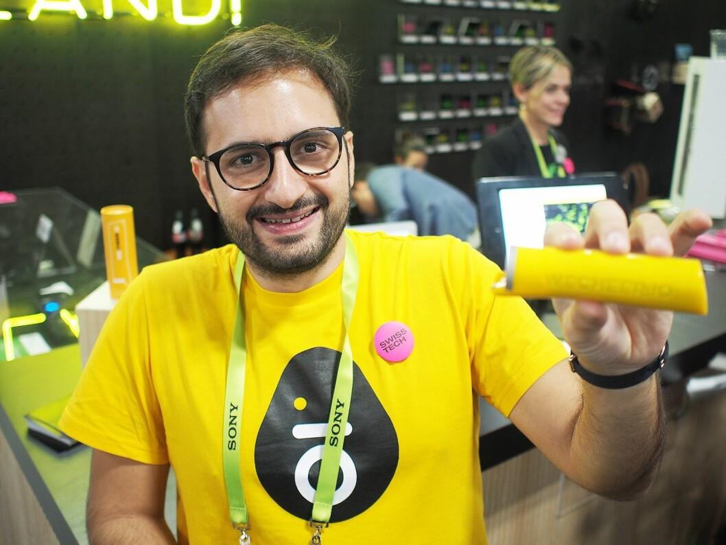 Karim Choueiri fra det sveitsiske selskapet Wecheer har lansert en smart flaskeåpner. Foto: Jan Røsholm.