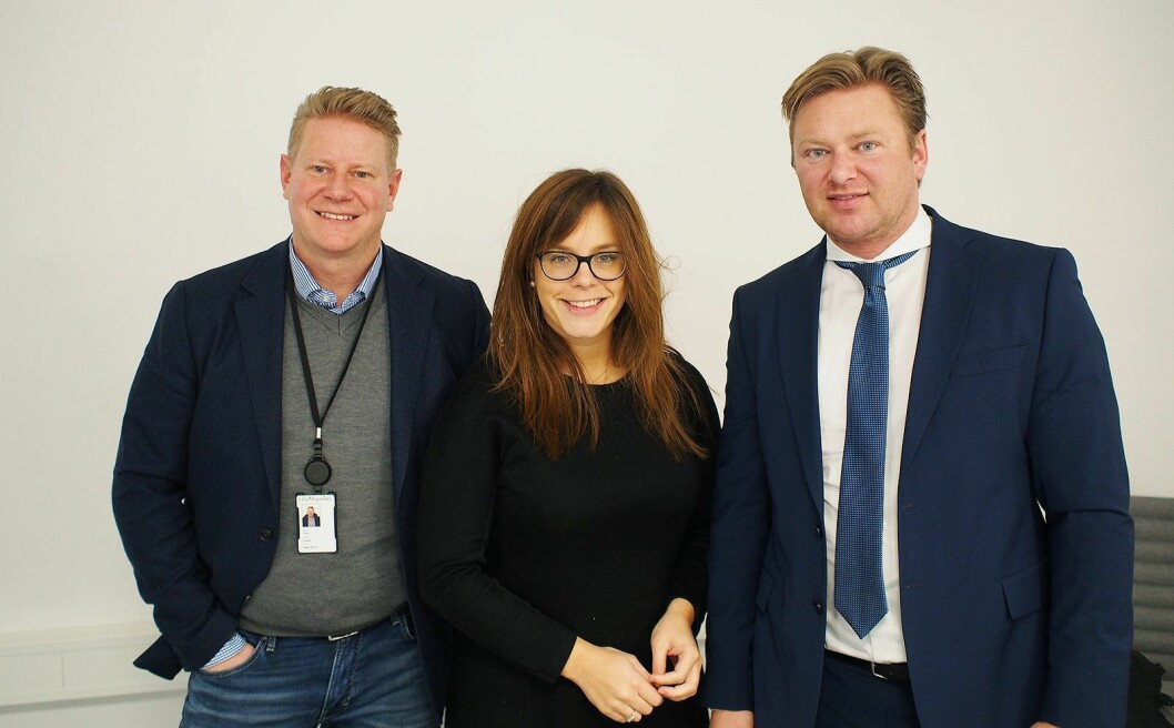 Finn Kristoffer Larsen (til venstre) fra Kygo Life deltok på brunevareleverandørenes julemøte sammen med advokatene Liss Sunde og Ole Andre Oftebro fra advokatfirmaet Ræder. Foto: Jan Røsholm