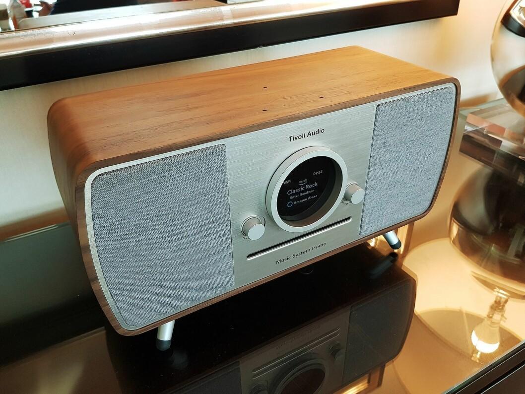 Music System Home er et frittstående musikkanlegg som støtter Amazon Alexa. Foto: Jan Røsholm.