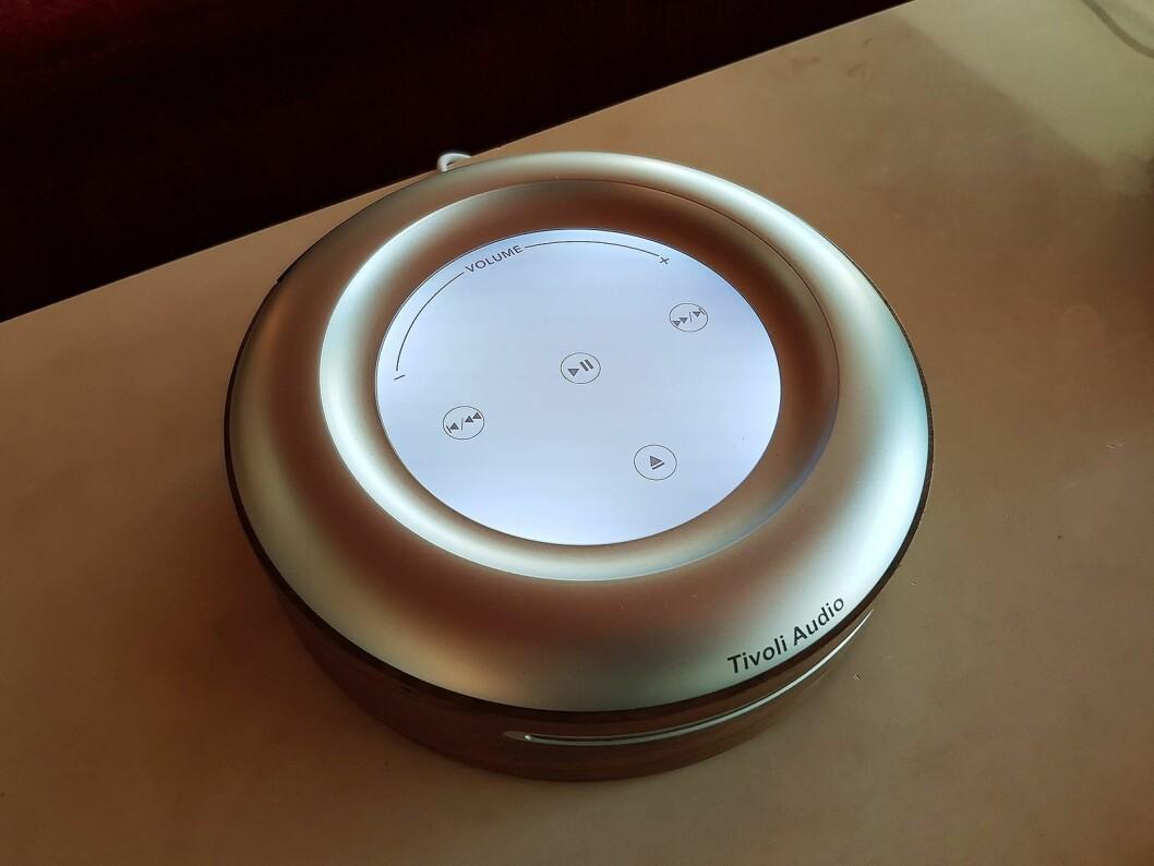 Frittstående CD-spiller med wifi fra Tivoli Audio. Foto: Jan Røsholm.