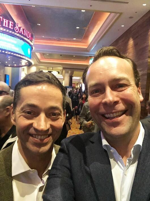 Alex Baldock (til venstre) sammen med Elkjøps Jaan Ivar Semlitsch på CES messen i Las Vegas. Foto: Privat.