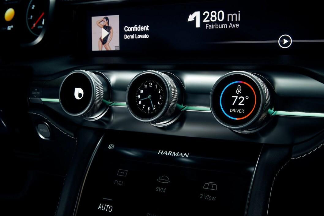 Samsung har kjøpt lydspesialisten Harman, og på CES viste de fram sin løsning for bilunderholdning og -styring. Foto: Samsung.