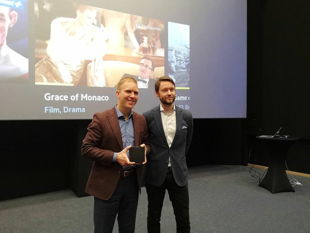 Produktdirektør Torbjørn Aamot og sjef for TV og underholdning i Get, Espen Åtland, viser fram nye Get boX på Odeon kino i Oslo. Foto: Marte Ottemo