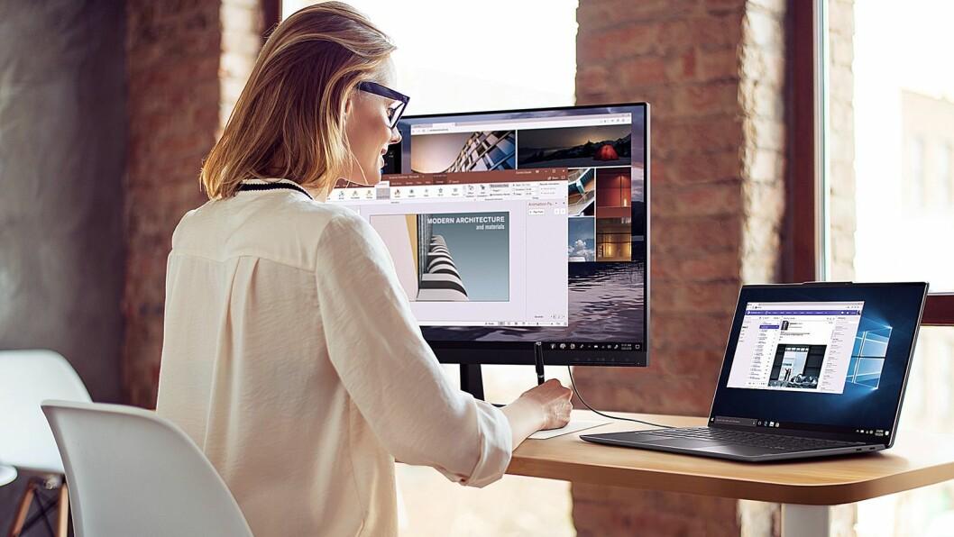 Nye Lenovo Yoga S940 har egen privatmodus slik at du kan jobbe på sensitive dokumenter også i åpne kontorlandskap eller på reise. Foto: Lenovo.