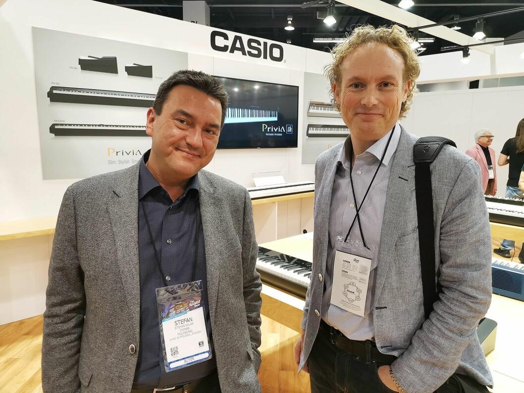 Stefan Palka (t. v.) og Mikael Muskantor i Polysonic Scandinavia AB på besøk hos Casio under The NAMM Show 2019. Foto: Stian Sønsteng.