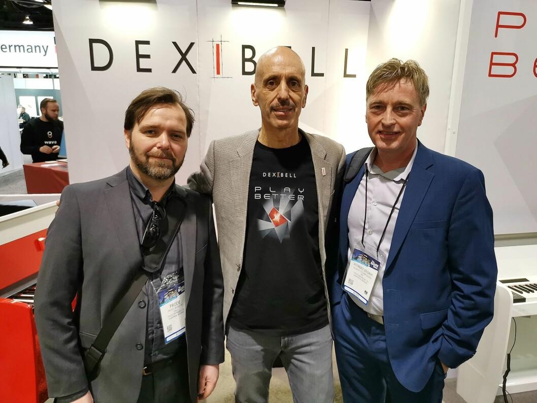 Fulvio Pesenti i det italienske selskapet Dexibell, flankert av Frode Skinstad (t. v.) og Robert Storm Olsen i Procom Music AS. Foto: Stian Sønsteng.
