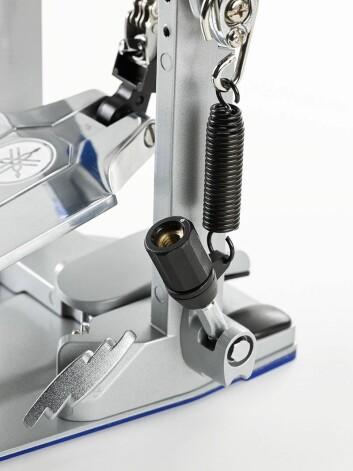 På basstrommepedalene i Yamahas nye FP9-serie kan fjærjusteringen justeres med fingrene. Foto: Yamaha.