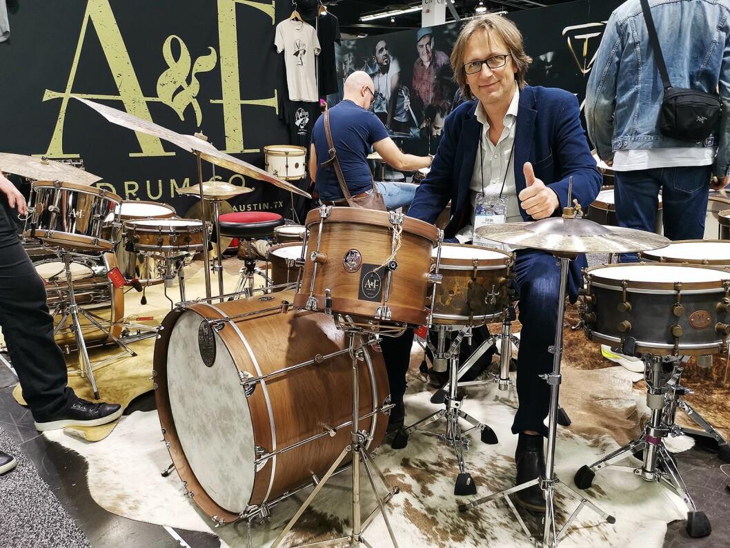 Geir Digernes i Gitarhuset får ikke fullrost trommene fra A&F Drum Co. Disse er laget for hånd i Austin i Texas. Foto: Stian Sønsteng