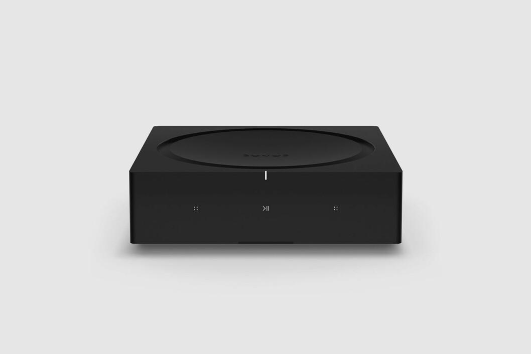 Sonos Amp har digitalforsterker i klasse D på 125 watt per kanal ved 8 ohm, måler 64x217x217 mm, mens vekten er 2,1 kilo. Pris: 6.500 kroner. Foto: Sonos