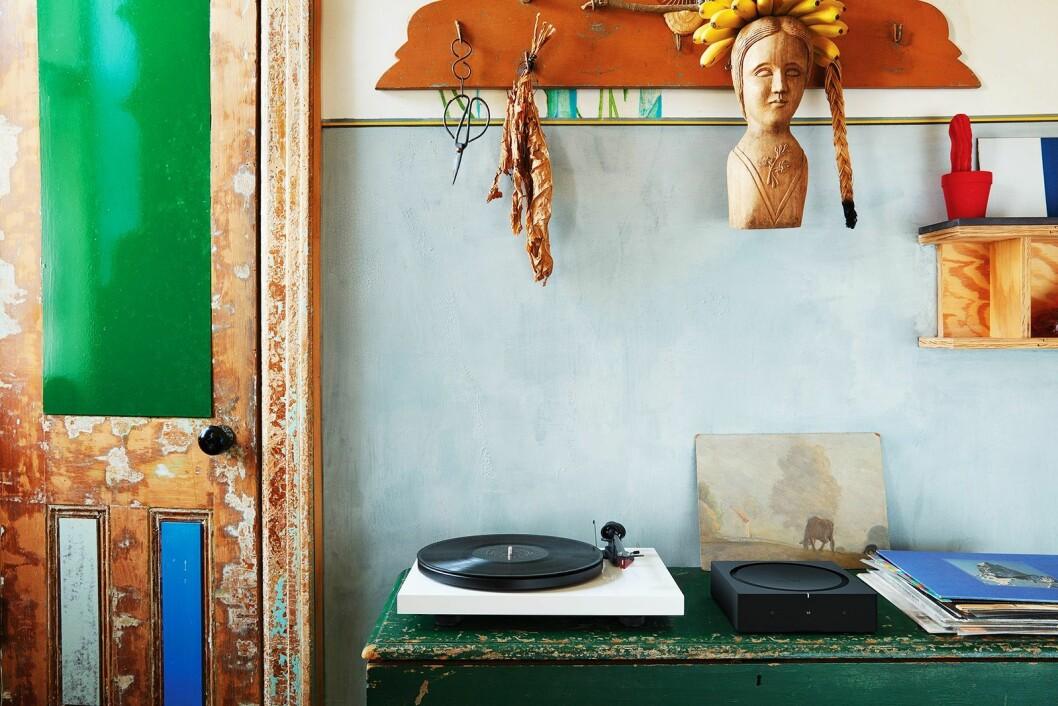 Sonos Amp kan også koples til platespilleren eller stereoanlegget for å høre på plater, CDer og lydfiler i tillegg til strømming.