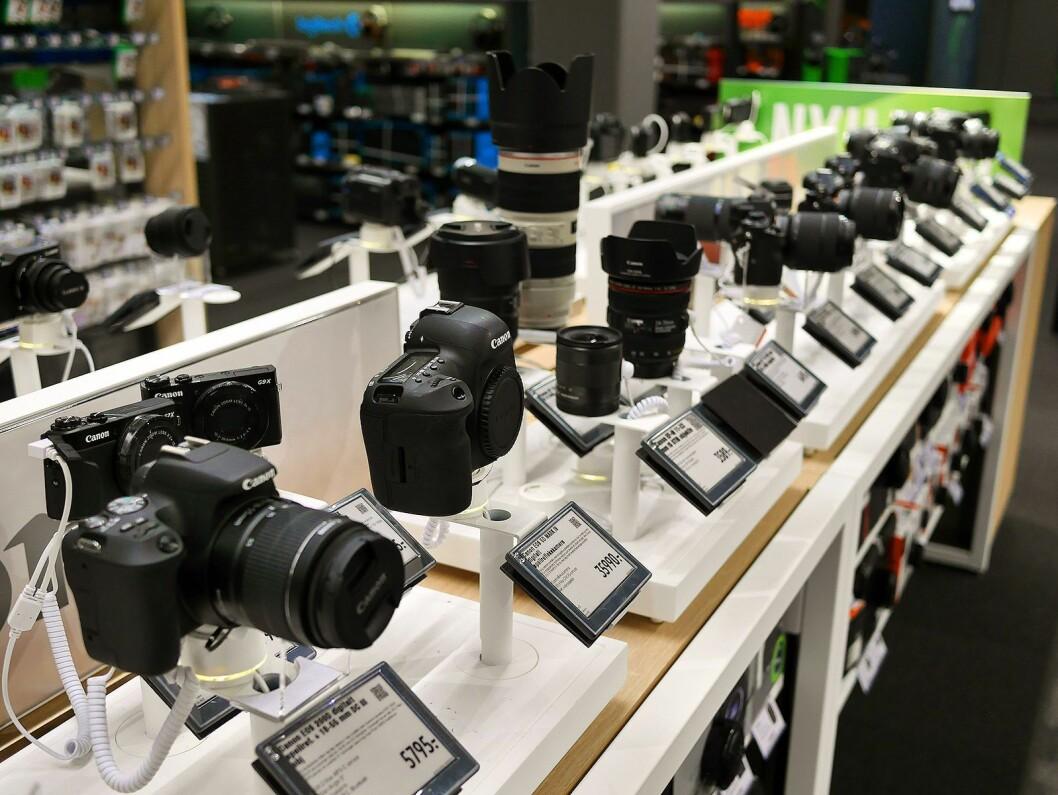 Gjennomsnittsprisen på kameraene øker i 2018, men ikke nok til å veie opp for det fallende salget i antall. Foto: Stian Sønsteng