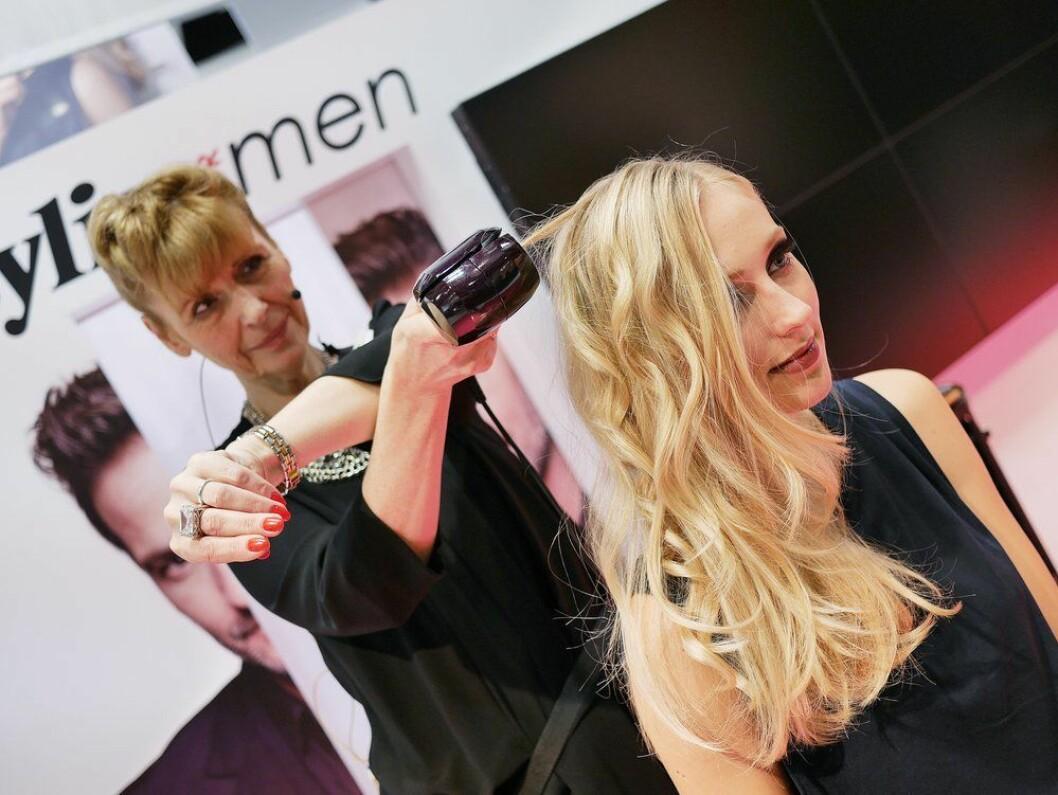 Hårstyling-produkter var populære i 2018, og det ble solgt 40.000 ulike apparater i kategorien. Foto: Stian Sønsteng.