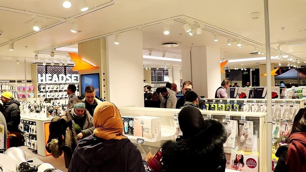 Fra åpningen av Powers butikk i Lille Grensen i Oslo den 13. mars i fjor, ett år før koronakrisen rammet Norge. Foto: Tobias Rønningen/Power