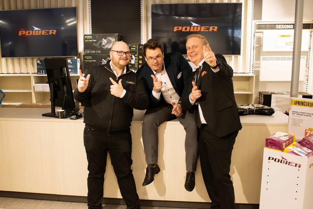 Martin Komnæs Weseth (f. v.), Truls Vikane og Thomas Marthinsen i Power deltok på butikkåpningen i Lille Grensen i Oslo. Foto: Tobias Rønningen/Power.