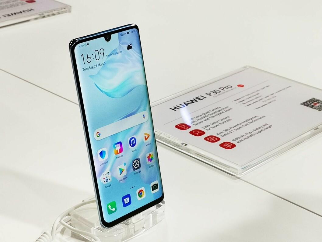 Huawei P30 Pro. Pris: 9.000 og 10.000 kroner, med 128GB og 256GB. Foto: Stian Sønsteng.