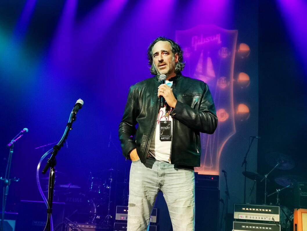 James Curleigh er ny toppsjef i Gibson. Her er han på selskapets festkonsert under The NAMM Show. Foto: Stian Sønsteng.