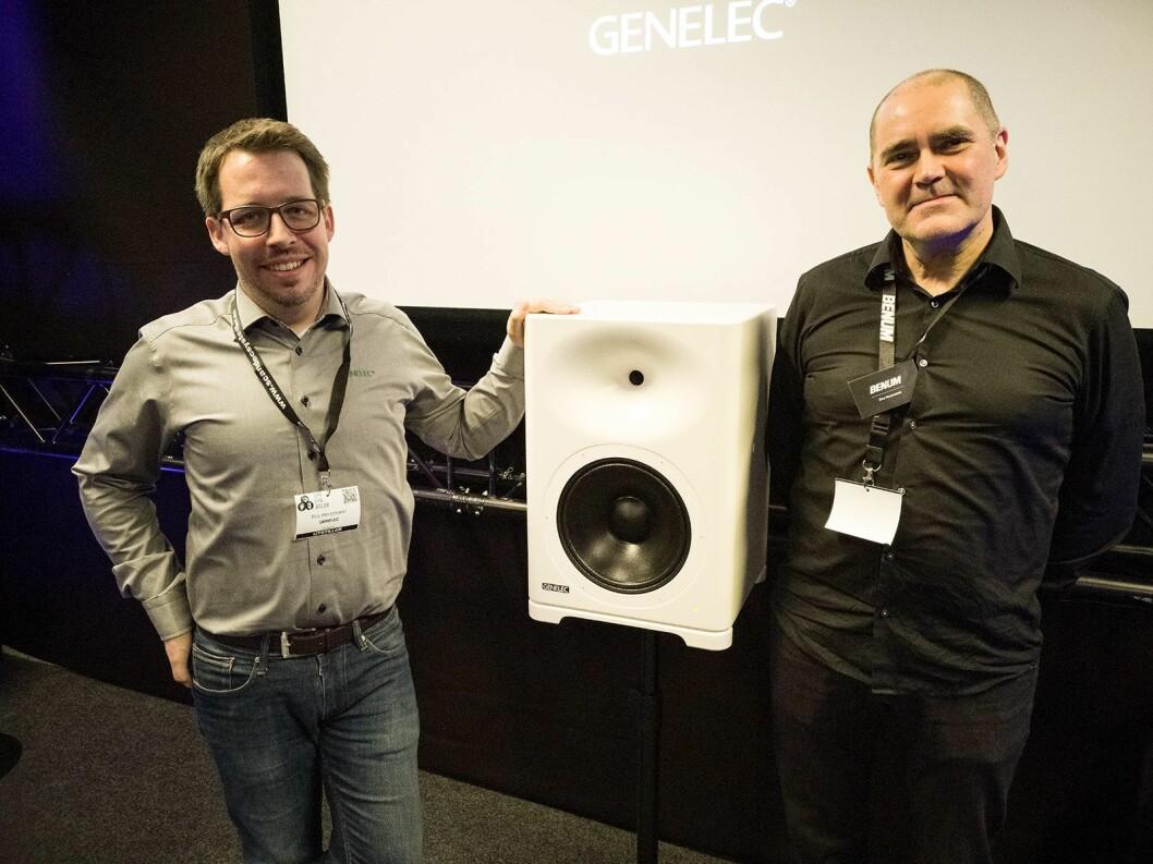 Eric Horstmann (t. .v) i Genelec og Ove Horpestad i Benum flankerer den aktive høyttaleren Genelec S360A. Pris: 40.000,- Foto: Stian Sønsteng