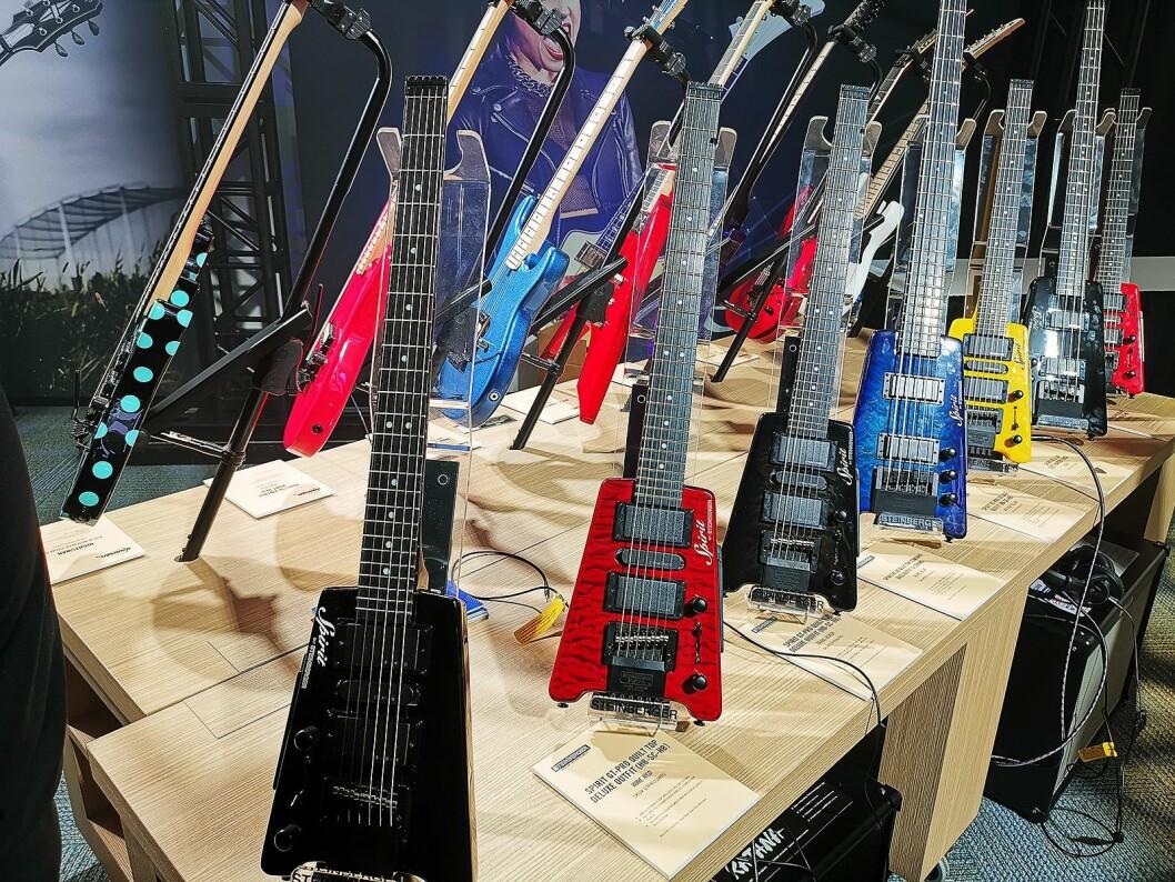 Luthman vurerer å ta inn Steinbergers hodeløse Spirit-gitarer, som koster rundt 4.000 kroner. Foto: Stian Sønsteng.