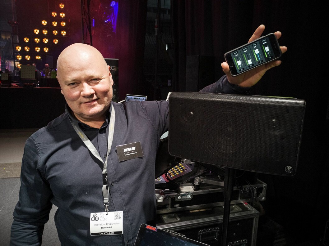 Tore Vidar Knutsmoen i Benum med Mackie FreePlay Live, med en trekanalers mikser i appen. Foto: Stian Sønsteng.