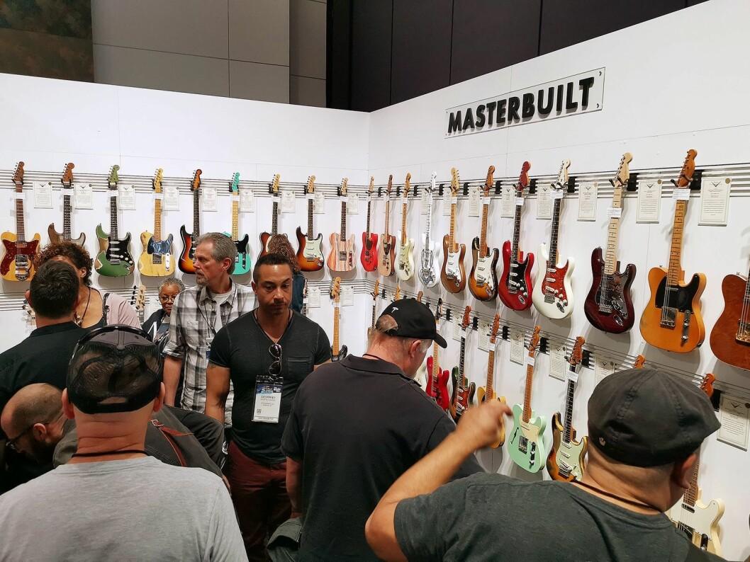 Masterbuilt hos Fender er eksakte kopier av kjente gitarmodeller. Prisene ligger på rundt 50.000 euro. Foto: Stian Sønsteng.