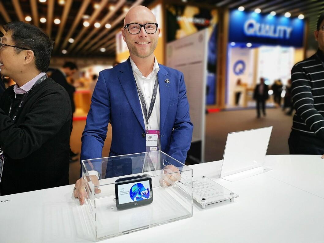 Norden-sjef i HTC, Lars Toft, er klar med sin 5G-hub så snart operatørene får på plass nettene. Foto: Marte Ottemo