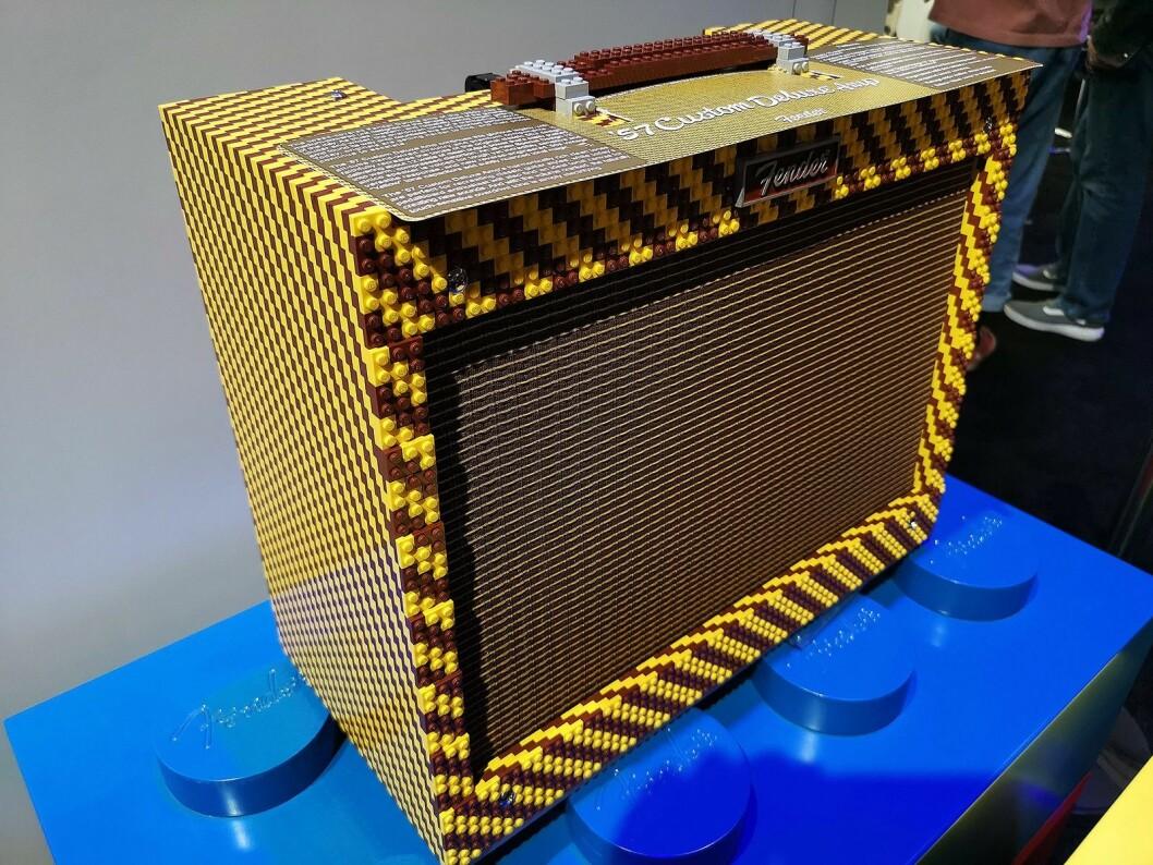 Hva med en '57 Custom Deluxe Amp kledd med lego-klosser? Foto: Stian Sønsteng.