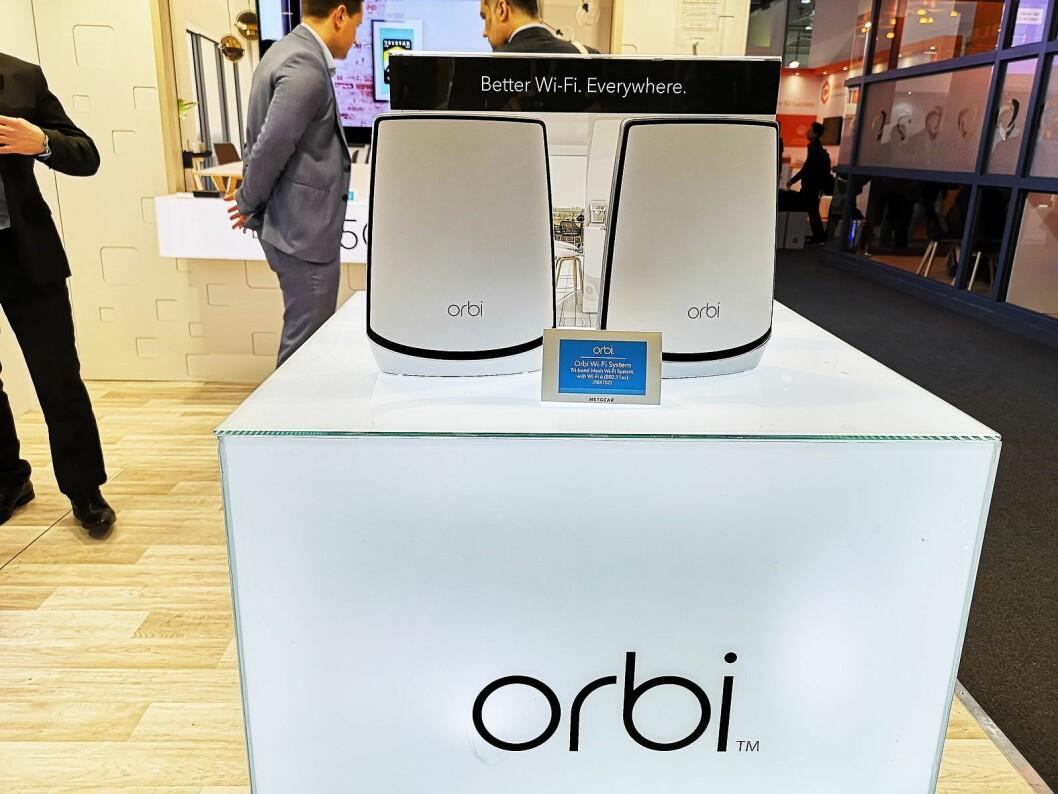 Netgears nye Wi-Fi 6-støttede Orbi-rutere kommer i salg til høsten, og har fått et oppgradert design. Foto: Marte Ottemo.
