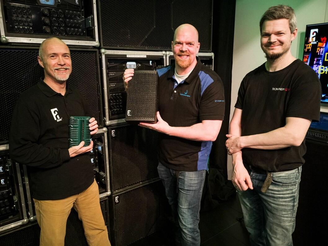 Tom Back (f. v.) i Alcons Audio med bånddiskanten på to tommer, Eirik Haua i Lydproduksjon Tromsø med VR5 og Arnstein Fossvik i Trondheim Lyd. Foto: Stian Sønsteng