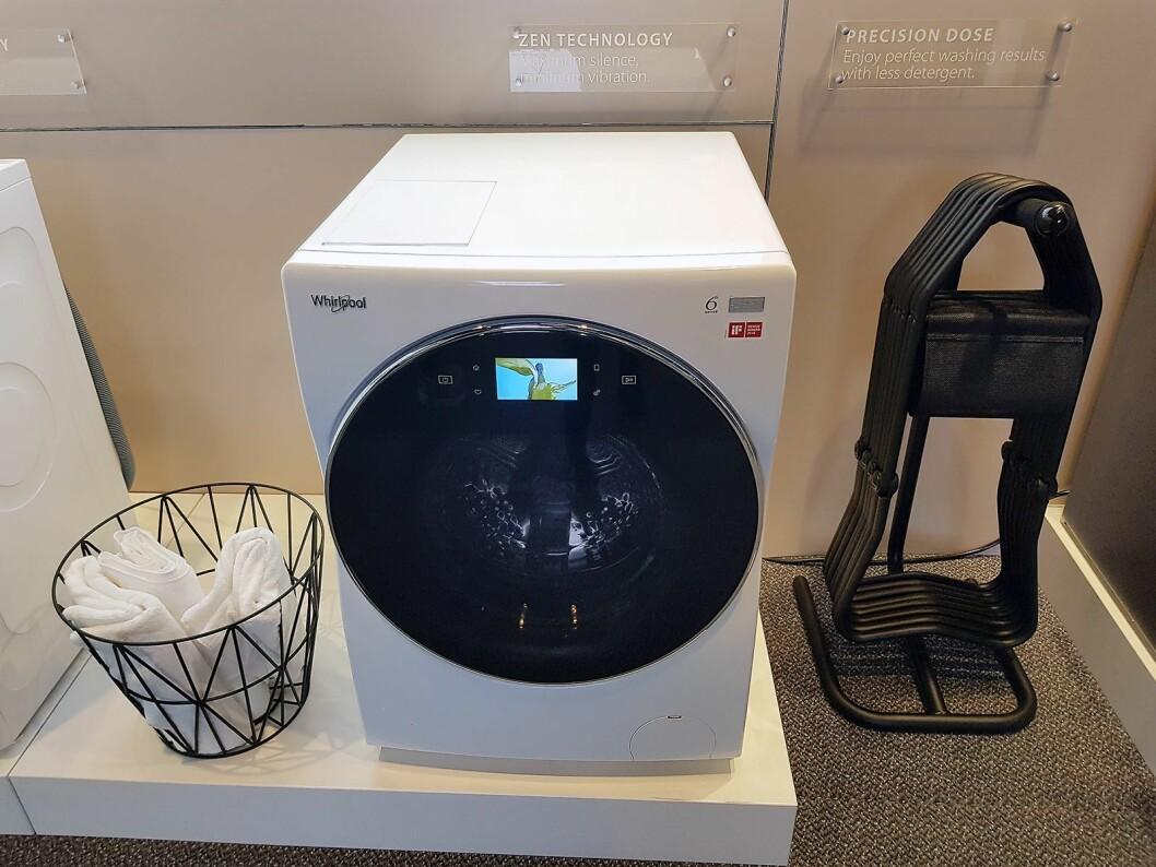 Den nye vaskemaskinen fra Whirlpool har et lydnivå på kun 72 dB ved sentrifugering. Foto: Jan Røsholm.