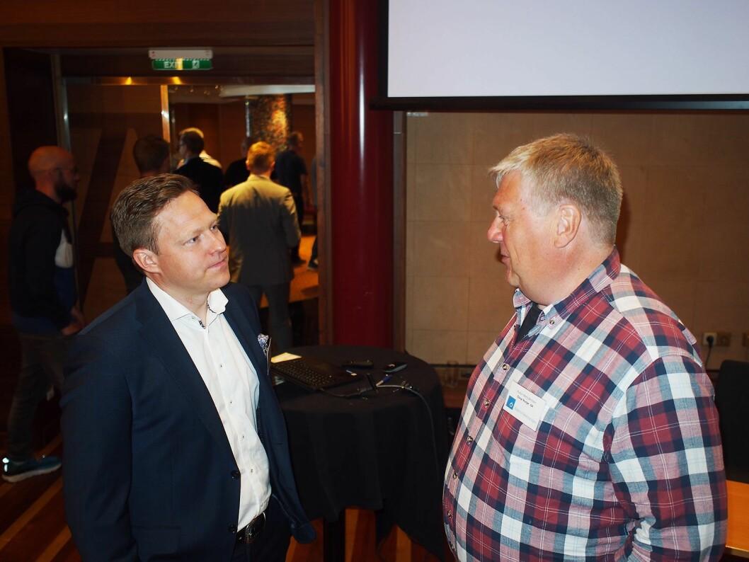 Advokat Kyrre Kielland (til venstre) i samtale med Audun Berg-Bentsen fra Coop. Foto: Jan Røsholm.