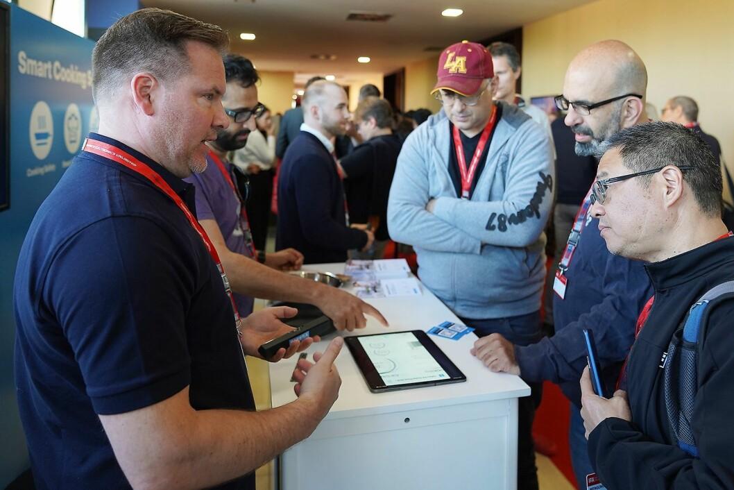 En rekke leverandører viste produktene sine under IFA-messens globale pressemøte. Her det finske selskapet Safera, som nylig har lansert en smartsensor for kjøkkenet. Foto: IFA.
