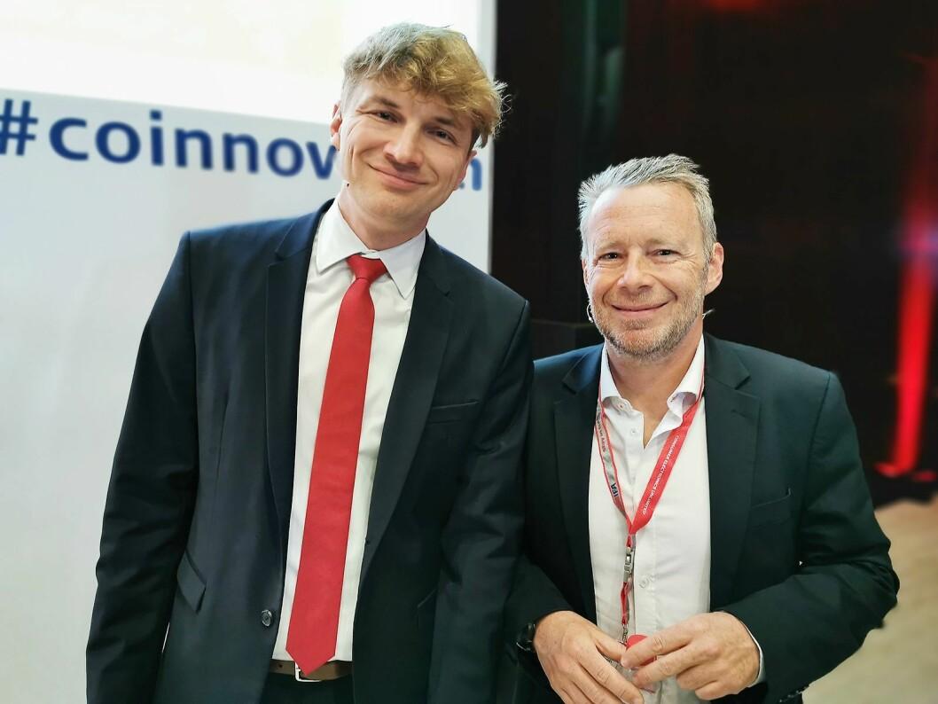 Salgs- og marketingdirektør Frédéric Langin (t. h.) og produktutviklings-direktør Marek Maciejewski i TCL Europe. Foto: Stian Sønsteng.