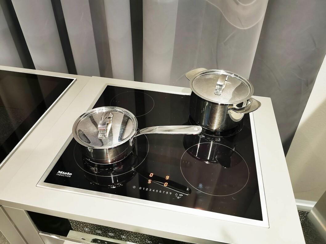 Selv de rimligste koketoppene til Miele registrerer nå automatisk kjelen, slik at det er nok å trykke én gang, på for eksempel 9, for å koke opp vann. Foto: Stian Sønsteng.