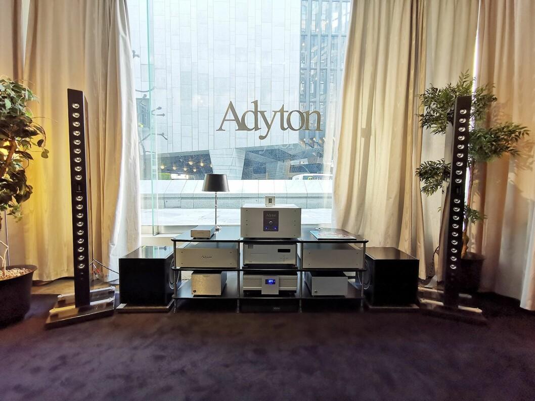 Adyton-rommet hos Oslo Hi-Fi Center, med de nye Gracili-høyttalerne. Foto: Stian Sønsteng.
